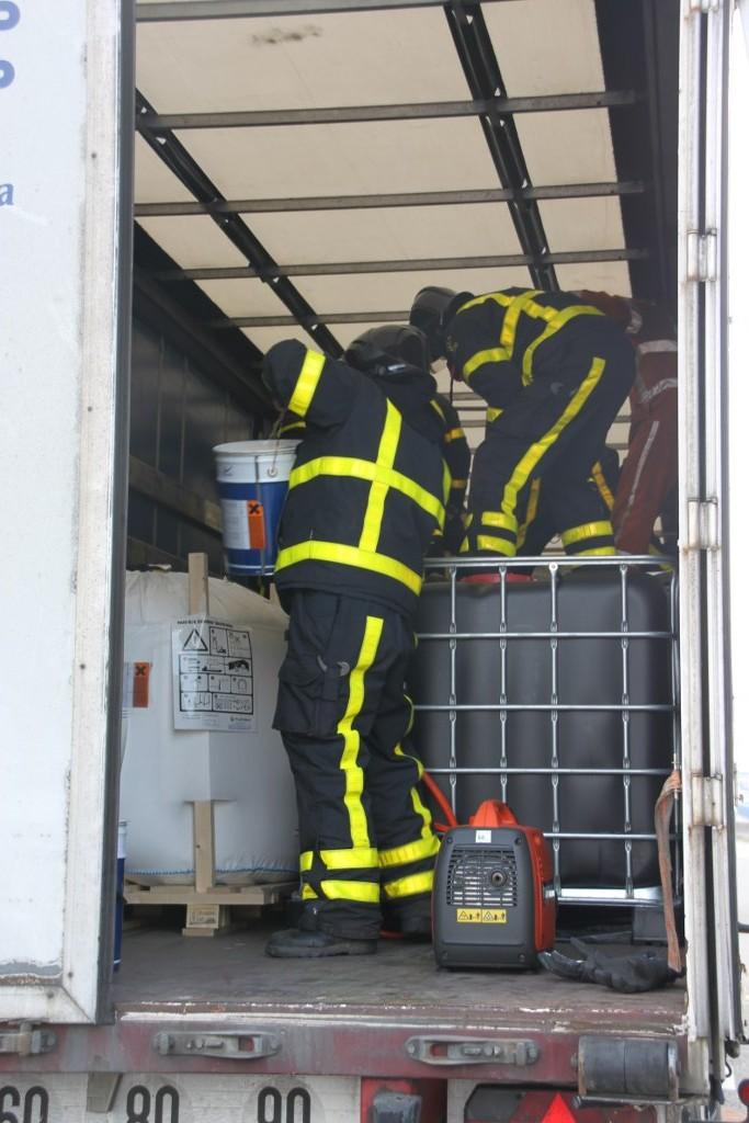 Lekkage in vrachtwagen na ongeval A27 Gorinchem (8)