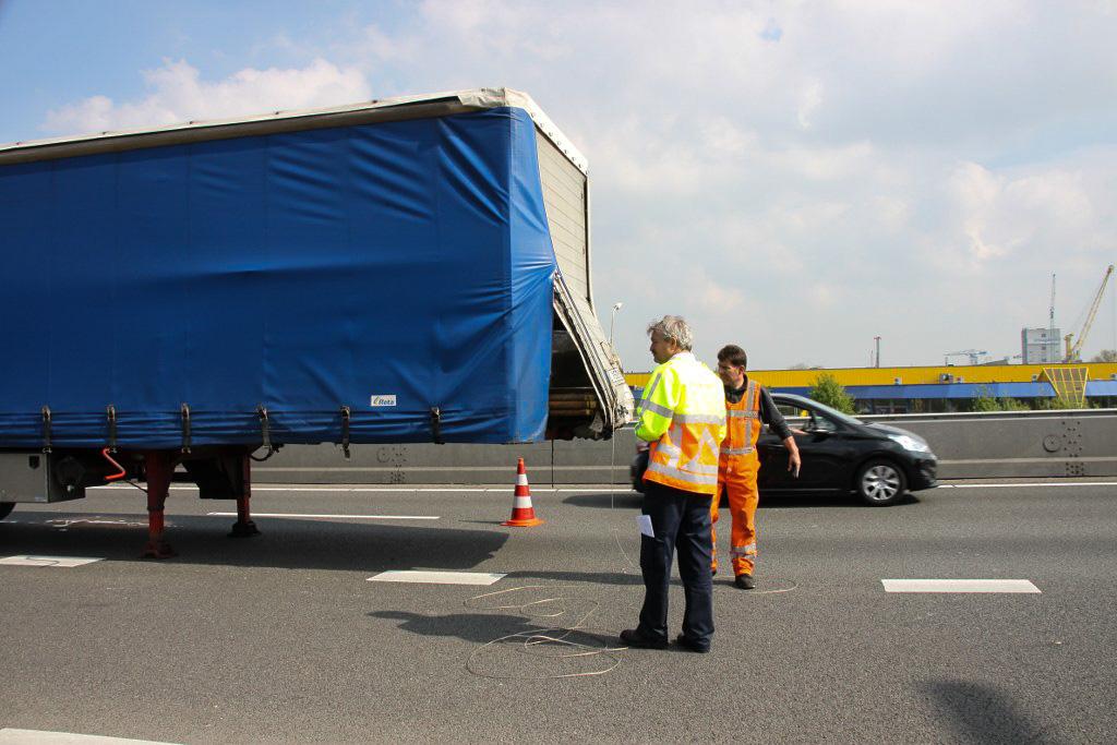 Lekkage in vrachtwagen na ongeval A27 Gorinchem (9)