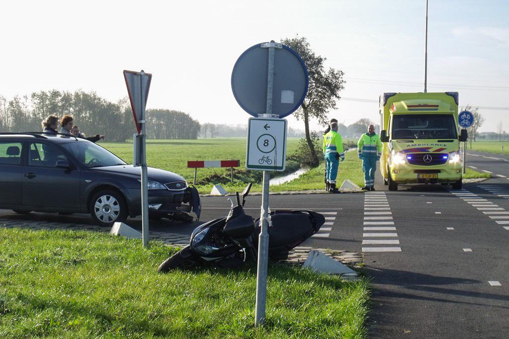 Aanrijding scooter vs auto Zijdeweg-Geerweg Bleskensgraaf (1)