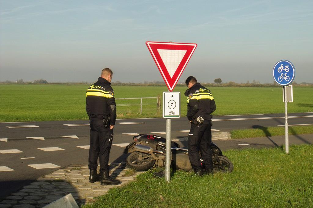 Aanrijding scooter vs auto Zijdeweg-Geerweg Bleskensgraaf (4)
