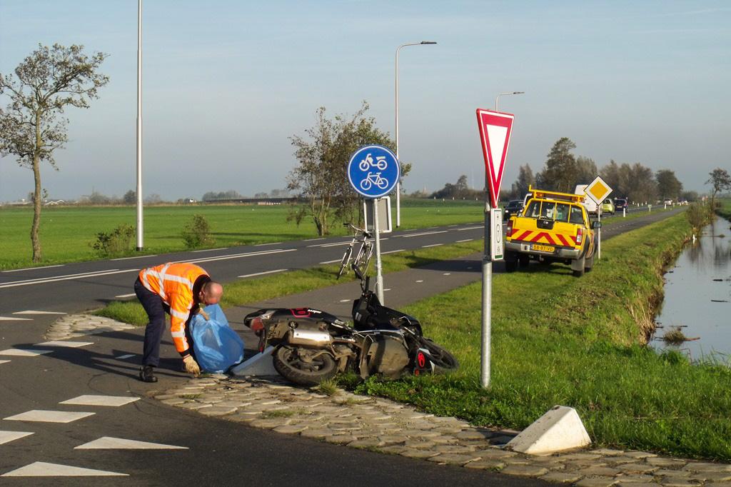 Aanrijding scooter vs auto Zijdeweg-Geerweg Bleskensgraaf (7)