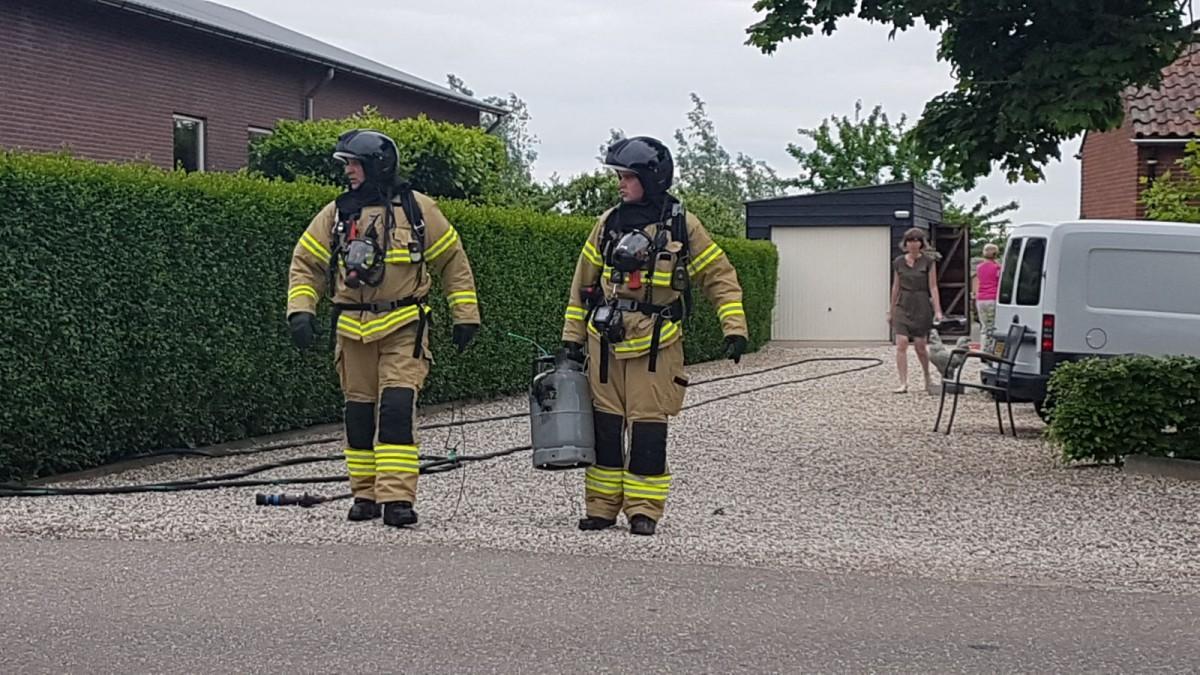 Brandende gasfles in schuur aan het Middelkoop in Leerbroek - ZHZActueel