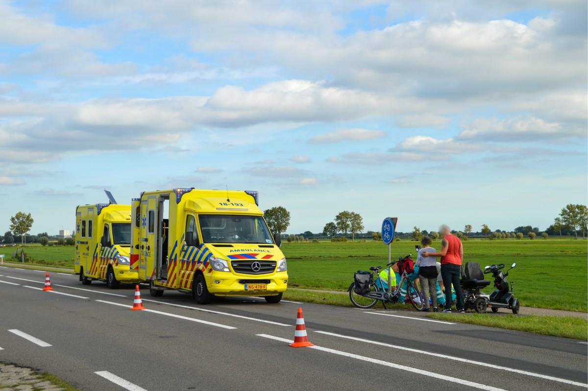 Man op scootmobiel zwaargewond na aanrijding met motor in Noordeloos - ZHZActueel - ZHZActueel